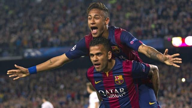 Dani Alves porto ses collega d'equipa Neymar.
