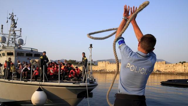 Schuldads da l'UE dastgan per la prima giada controllar e confiscar bastiments sin la mar.