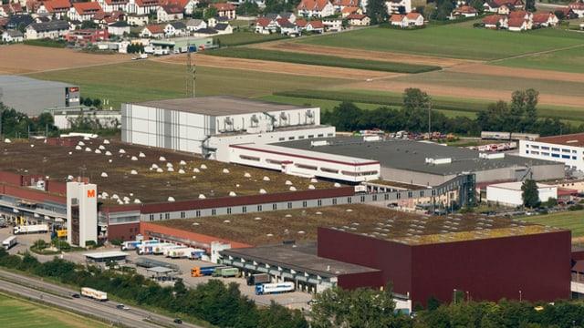 Das Migros-Verteilzentrum in Neuendorf mit dem Tiefkühllager.