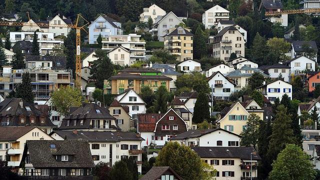 Zahlreiche Wohnhäuser.