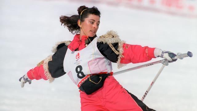 Conny Kissling macht eine Vorführung im Ski-Ballett.