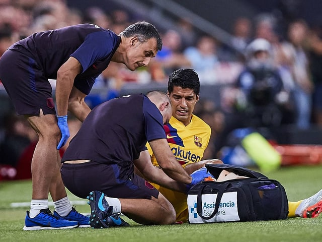 Luis Suarez muss sich behandeln lassen