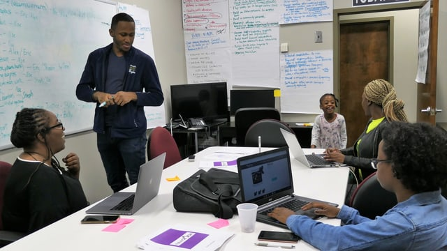 Besuch beim New Georgia Project. Die Organisation hat zum Ziel, möglichst viele afro-amerikanische Wählende zu mobilisieren. Sie haben eine Strategiesitzung.