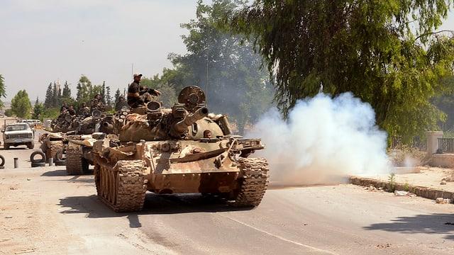 Panzer auf einer Strasse