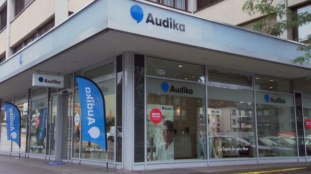 Fassade mit Audika-Schriftzug.