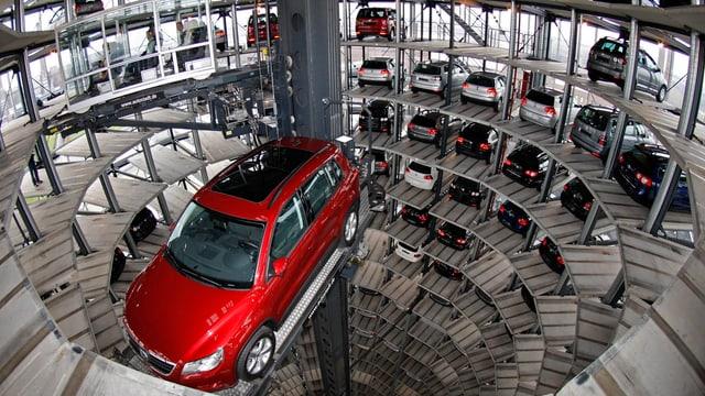Ein Auslieferungsturm beim VW-Konzern in Wolfsburg.