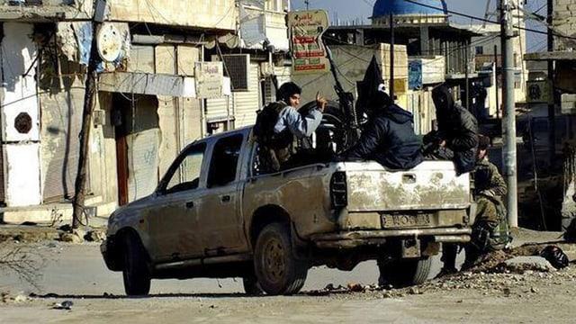 IS-Kämpfer im Einsatz.