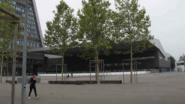 Ein Eishockey-Stadion von Aussen.