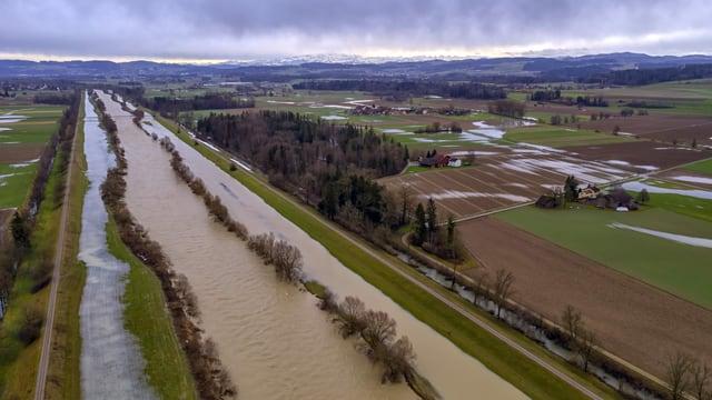 Die Thur führte auch am Samstagmorgen noch Hochwasser.