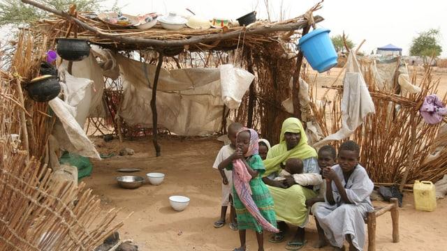 Famiglia povra en il Sudan.