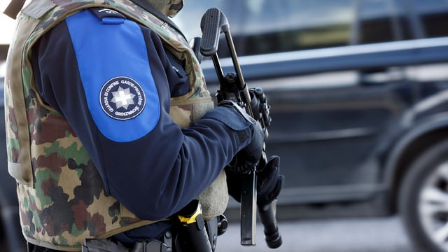 Guardia da cunfin armà suenter l'alarm da terrur l'emna passada a Genevra.