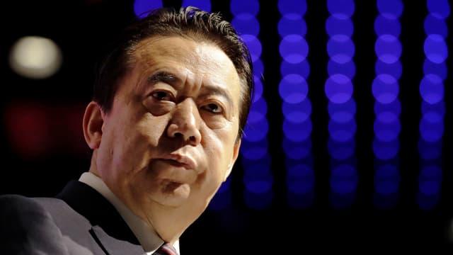 Chinesischer Mann mit dunklen Haaren.