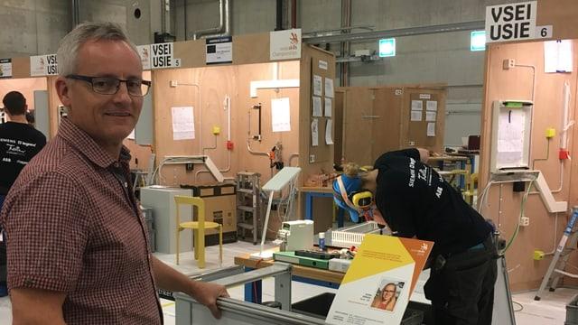 il schef dad Elena Depuoz, Claudio Cadruvi guarda tiers co sia candidata lavura
