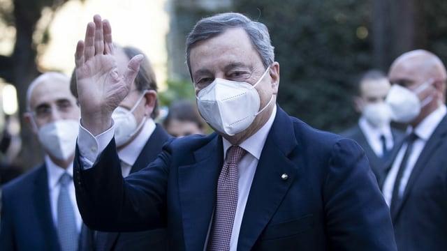 Draghi winkt