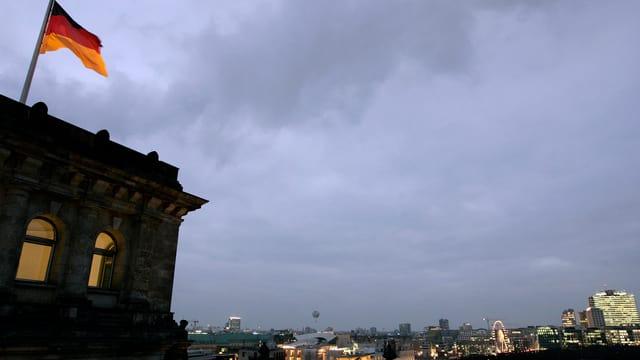 Il Reichstag cun ina bandiera tudestga.
