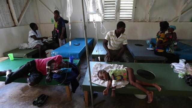 Persunas en in ospital a Haiti.