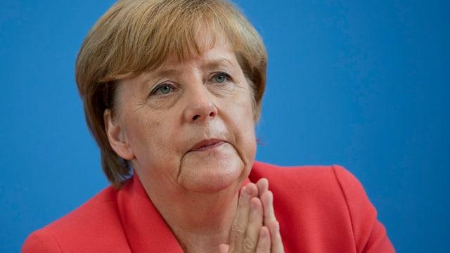 La chanceliera tudestga, Angela Merkel vul dapli umanitad en vista al grond dumber da fugitivs che cuntanscha uss l'Europa.