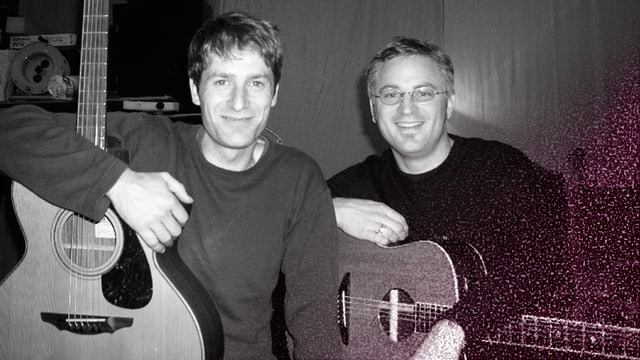 Das Duo Siat mit Gitarren.