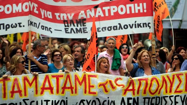 Lehrer protestieren in Griechenland gegen die Streichung von Stellen