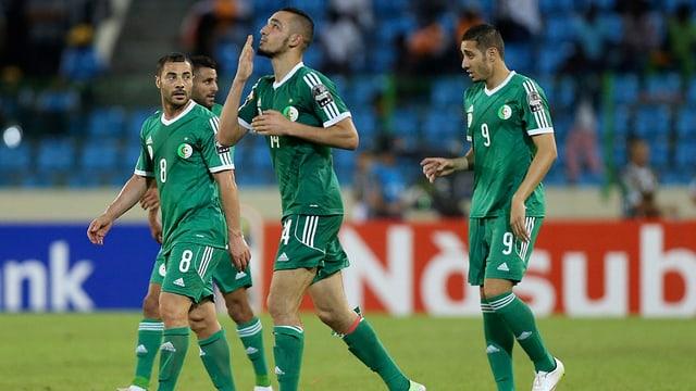 Die Algerier um Tottenham-Akteur Nabil Bentaleb (mitte) stehen im Viertelfinal.