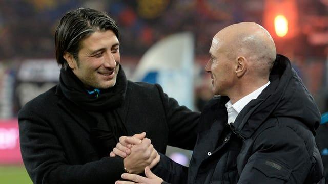 Murat Yakin schüttelt die Hand des Trainers des FC Luzern.