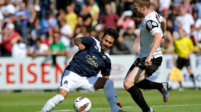 Der FC Aarau schlägt den FC Locarno problemlos mit 3:0. Der Aufstieg des FC Aarau scheint sicher.