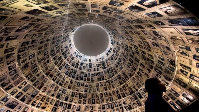 Die Kuppel von Yad Vashem zeigt Fotos der jüdischen Opfer des Nationalsozialismus.