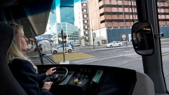 Tramchauffeusen und andere städtische Angestellte müssen bald höhere Beiträge für die Pensionskasse bezahlen.