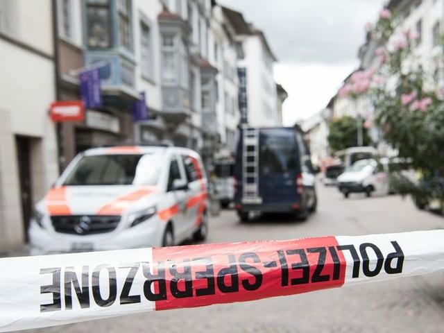 Ein Absperrband der Polizei verhindert den Zugang zur Schaffhauser Altstadt.