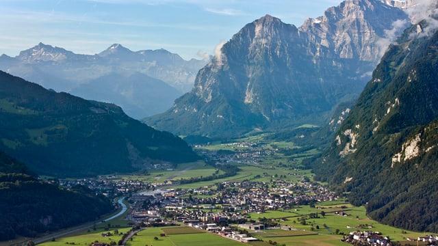 Blick auf Glarus.