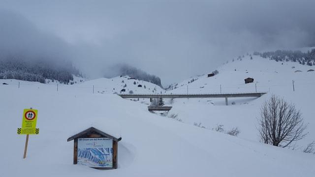 vista en Val Tujetsch, punt d'autos sur la Val Pulanera
