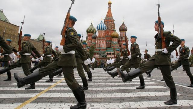 Russische Soldaten vor dem Kreml.