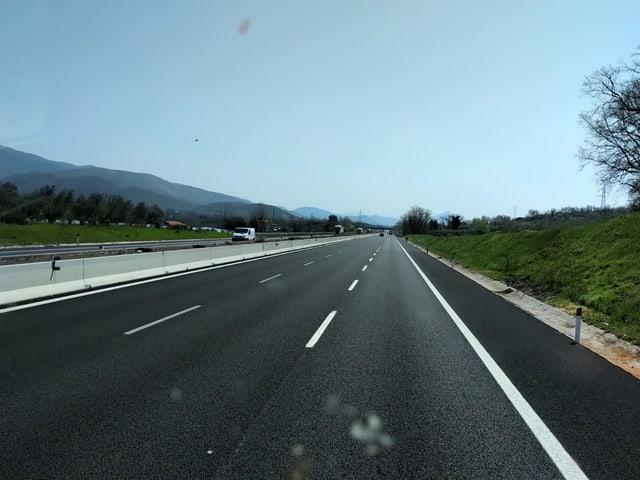 Leere Autobahn in Italien