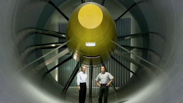Peter Sauber und Technikchef Willy Rampf im Sauber-Windkanal.
