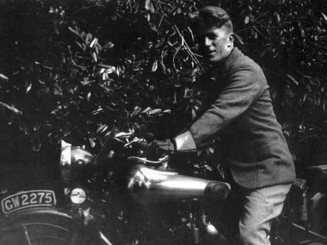 Mann auf einem Motorrad