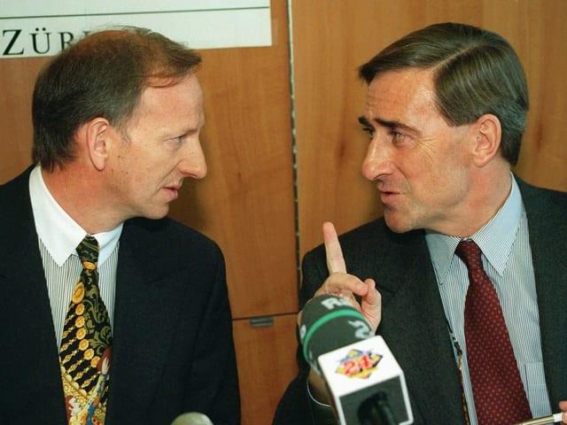 Bernd Böhme und Walter Frey an der Pressekonferenz 1997.
