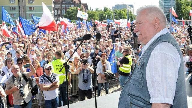 Lech Walesa spricht in Danzig.