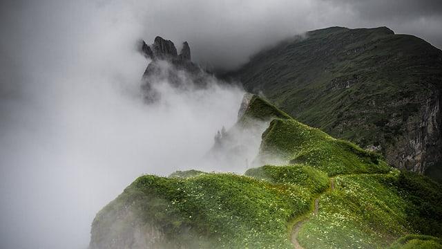 Die Saxer Lücke war am Nachmittag in Nebelschwaden eingetaucht. Die Schneefallgrenze lag aber am Alpstein noch höher.