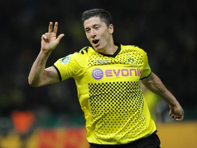 Der damals 23-jährige Robert Lewandowski schiesst die Bayern ab.