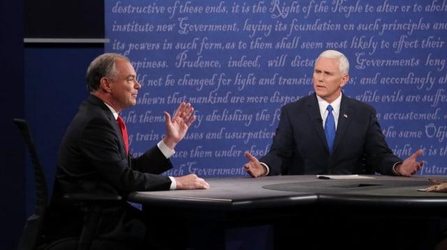 Purtret da Pence Kaine durant la debatta.