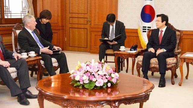 Mattis und Präsident Hwang Kyo Ahn
