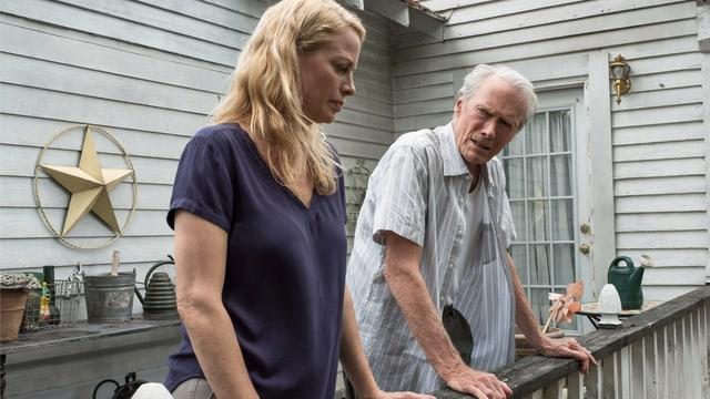 Clint Eastwoods eigene Tochter Alison Eastwood spielt Earl Stones Tochter Iris.