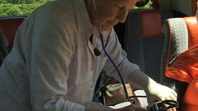 Heidi Furrer hat das Blutdruckgerät immer griffbereit