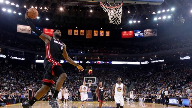 Keiner hat so jung so viele Punkte erzielt wie Miamis LeBron James.