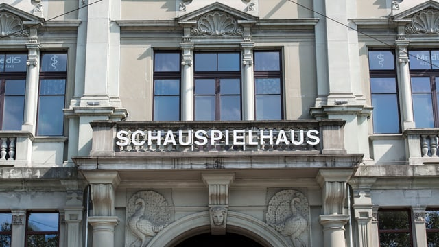 Die Fassade des Zürcher Schauspielhauses.