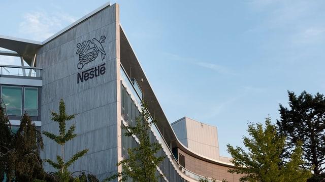 Il logo da Nestlé vi d'in bajetg da fatschenta.