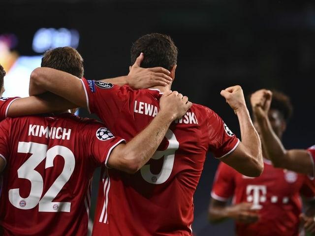 Titelverteidiger Bayern München greift am Mittwoch ins Geschehen ein.