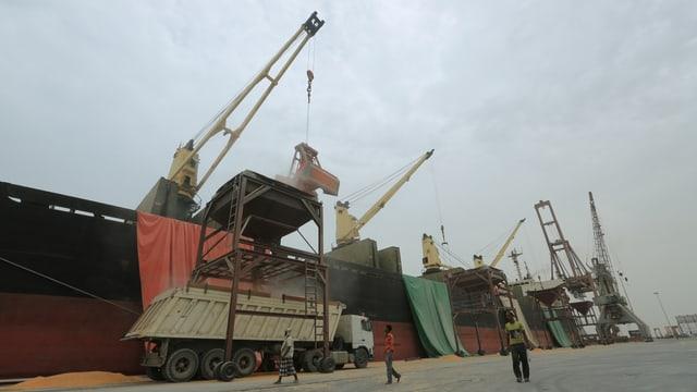 Schiffe am Hafen