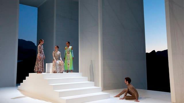 Ina scnea dal teater la regina da Saba.
