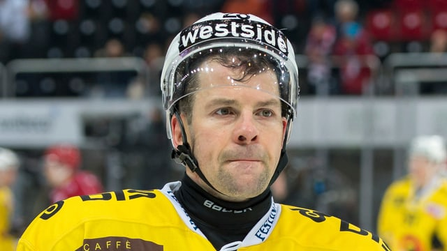 Martin Plüss in Hockeymontur